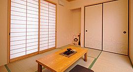 お客様に気兼ねなくお泊りいただける、バスルーム・トイレを完備した和洋室2タイプのゲストルームをご用意。