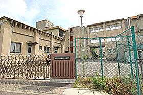 平坂中学校 (約2,260m:徒歩29分)