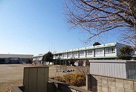 明峰小学校まで1010m(徒歩13分)
