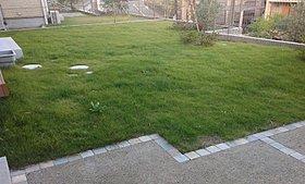 大きな敷地に広々としたお庭