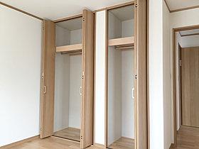 すべての2階洋室には収納力抜群の大型クローゼットを完備。