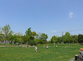 芝生広場(ふれあい緑地)まで500m 【徒歩約10分】