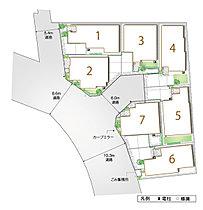 開発道路を設け、ゆったりと建ち並ぶ広がりある街並み。