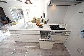 キッチンは食洗機が標準完備です。