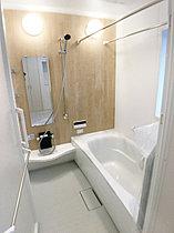 浴室もアイボリーで統一されてます