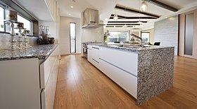 諸戸の家オリジナル天然石キッチン