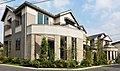 フレンチシックな別世界全22邸の街並み。駐車場2台多数ご用意「デュオアベニュー東府中」