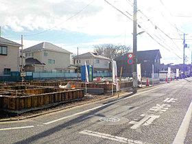【現地写真】一戸建てが建ち並ぶ閑静な街並み
