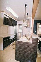 タカラ製対面式システムキッチン 大容量の大型家電収納