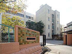 通学するにも安心な距離の上本郷第二小学校(606m)