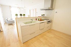 浴室乾燥機など機能的な浴室。