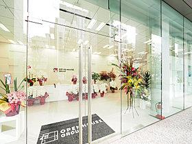 ショールーム1 階:エントランス、体験展示コーナー