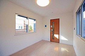 ヤマハ社製の防音ドアなどを使用した音楽室。