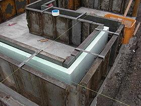 基礎立ち上がり部分にも断熱材を敷設。