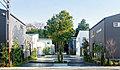 新宿直通「モリニアル市川」全6区画。住宅街の中に現れるポートランドの街のような緑溢れる街