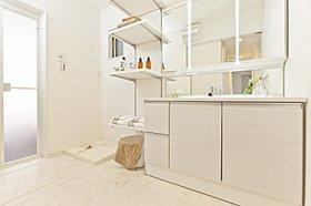 ワイド1200の広々洗面化粧台(当社面施行例)