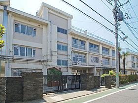 練馬区下石神井小学校・・距離約610m(徒歩8分)