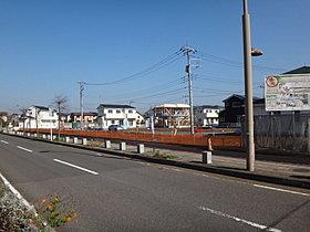 全体敷地の周囲は道路が広く歩道も整備されております。