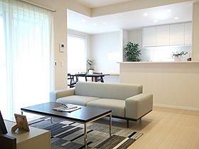 床暖房つきの広いLDKは21.5帖。楽々の家事動線です。