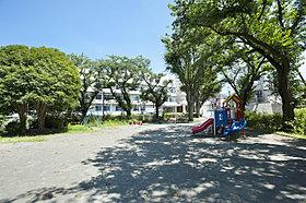 金草沢公園 徒歩約3分。近隣に公園も多数ございます。