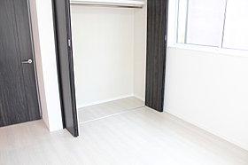 2階クローゼット込み6帖洋室です。