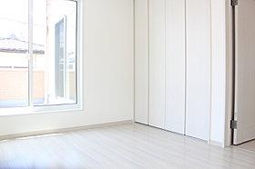 2階の3部屋はすべてバルコニーに面していて明るいお部屋です。