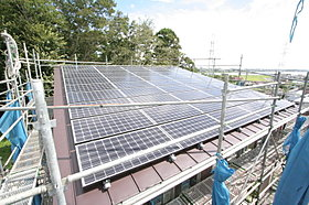 太陽光発電パネルが45枚あり、売電収入が得られます。