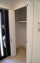 玄関収納だけでなく、多用途の収納【1帖スペース】確保!