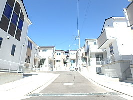 昇降式吊戸棚付キッチン完備【リビングライフ】上の宮2丁目 敷地100m2超の2階建