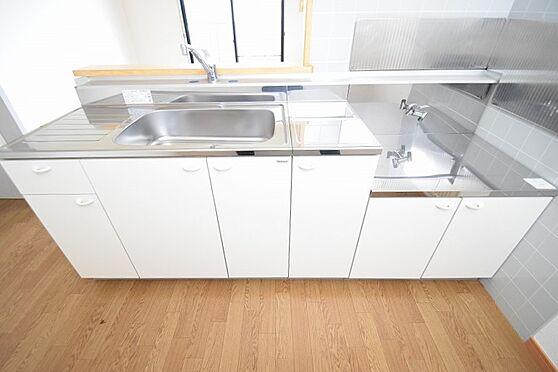 アパート-千葉市花見川区千種町 清潔感のあるゆったりとしたキッチン。