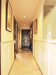 リビングから玄関につながる廊下。H29.6月撮影