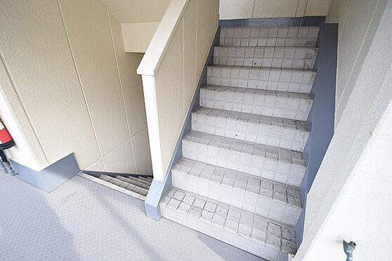 マンション(建物全部)-足立区江北2丁目 高圧洗浄などをすることで共用部分の清潔さを保てます。
