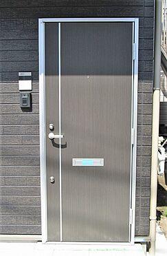 アパート-葛飾区堀切2丁目 シンプルで高級感のある玄関ドア。