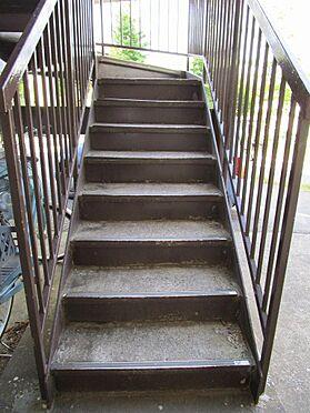 店舗付住宅(建物全部)-千葉市若葉区桜木8丁目 共用階段の鉄部塗装・洗浄もご相談ください