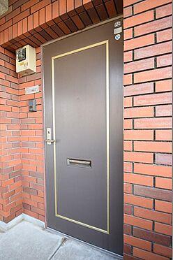 マンション(建物全部)-市川市伊勢宿 落ち着いた色合いの玄関ドア。