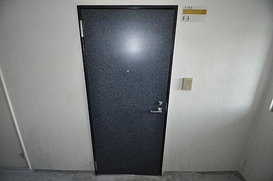 ビル(建物全部)-福岡市博多区千代2丁目 紺色で落ち着いた色合いの玄関ドア