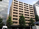 横浜アリーナ側からの外観。お部屋はこちら側になります。