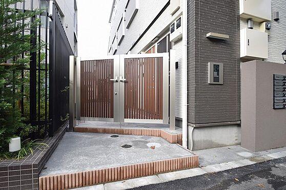 アパート-小金井市本町5丁目 エントランスはオートロック付きで女性も安心
