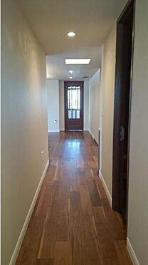 マンション(建物一部)-新宿区市谷左内町 廊下にも高級感が溢れております