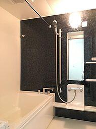 浴室のユニットバスは新品に交換済み。気になる水回りが綺麗なことは嬉しいポイントです。