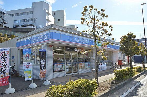 アパート-横浜市保土ケ谷区岡沢町 急な買い物にも便利なコンビニまで徒歩4分。