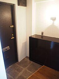 シンプルなデザインの玄関収納。