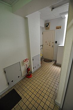 ビル(建物全部)-福岡市博多区美野島1丁目 オシャレなタイル張りの廊下に張替え済み