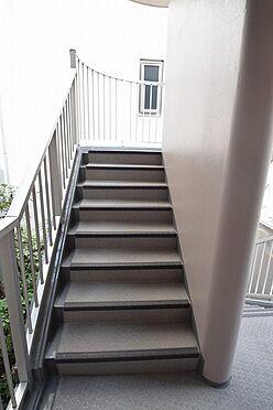 アパート-大田区池上3丁目 手すりのついた昇降し易い階段。