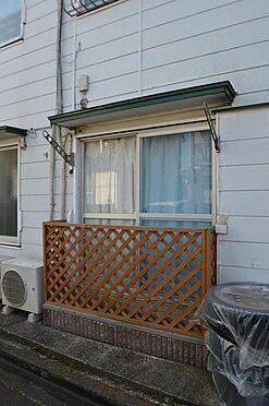 アパート-相模原市南区西大沼3丁目 1階部分には洗濯物に便利なバルコニー完備