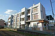 南側バルコニーで陽当りの良いRC造3階建。
