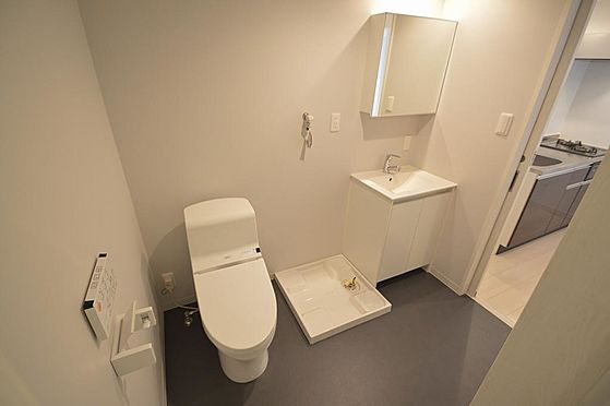 アパート-名古屋市港区港栄3丁目 白を基調としたウォシュレット付トイレ