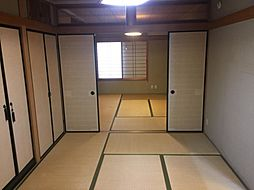 襖で仕切られた2部屋の和室