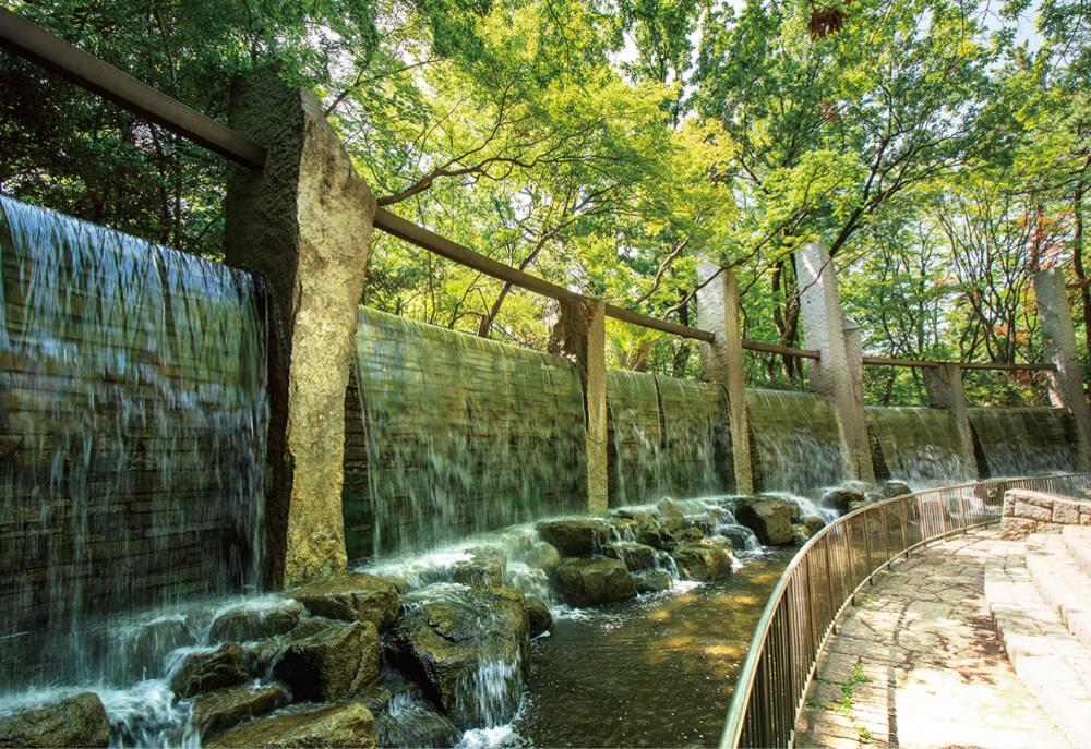 蚕糸の森公園 約450m(徒歩6分)