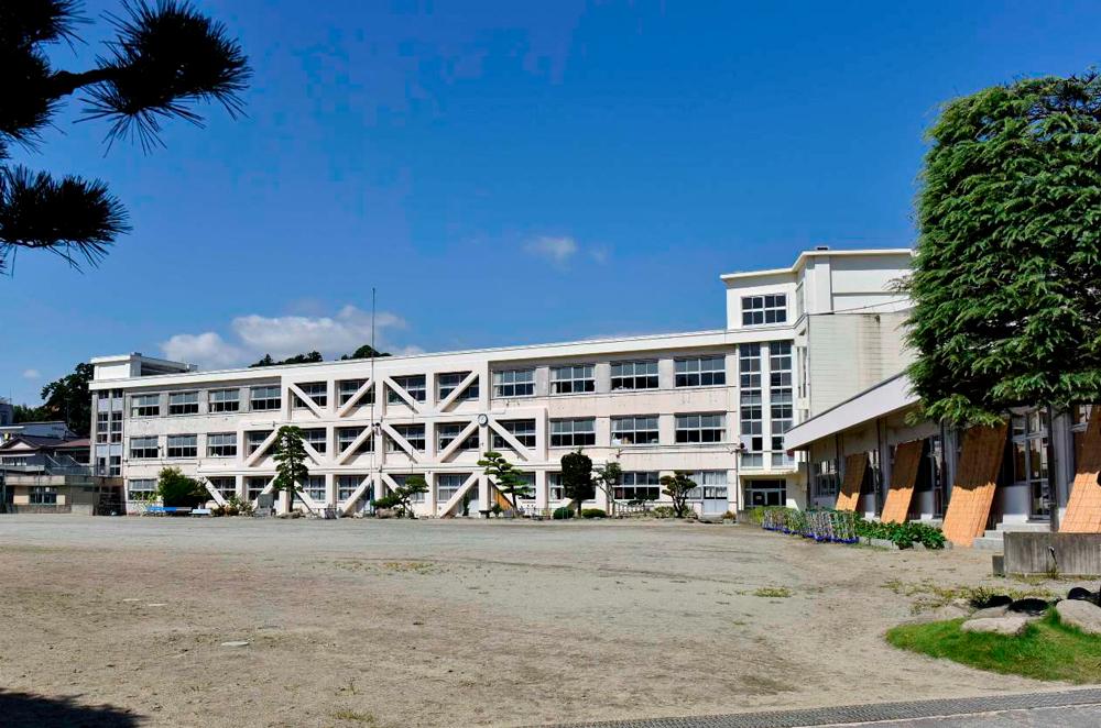 石巻中学校 約1,100m(徒歩14分)